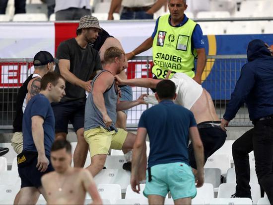 2016年法国欧洲杯,英国和俄罗斯球迷发生冲突。