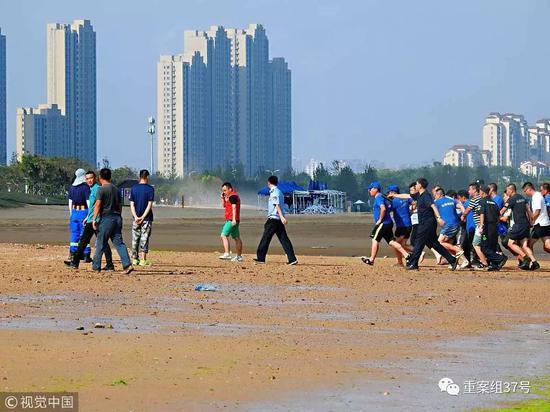 ▲8月6日,青岛,双胞胎女童打捞现场。8月5日在青岛海边游玩走失的北京8岁双胞胎姐妹目前已找到。图/视觉中国
