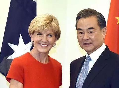 资料图:毕晓普(左)与王毅(右)