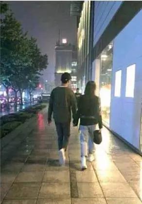 郑爽新男友张恒大方承认恋情,这波操作还挺可爱的嘛