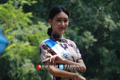 国际小姐身着剪裁精致旗袍
