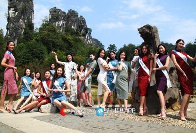 一群身着剪裁精致旗袍的国际小姐们