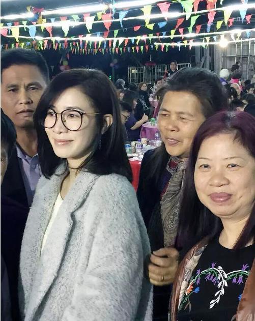 佘诗曼超亲民
