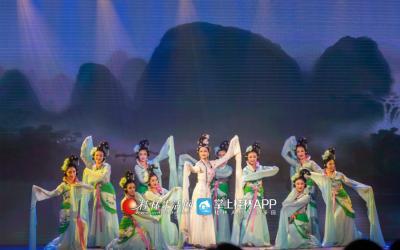 山水女神留恋桂林奇山秀水,与漓江边灵气纯然的女子们一同翩然共舞,不舍离去。