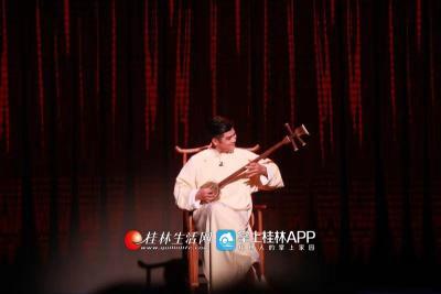 桂林弹词也相当有意思,浓浓的桂林方言,融入到音乐节奏里,朗朗上口特别好玩!