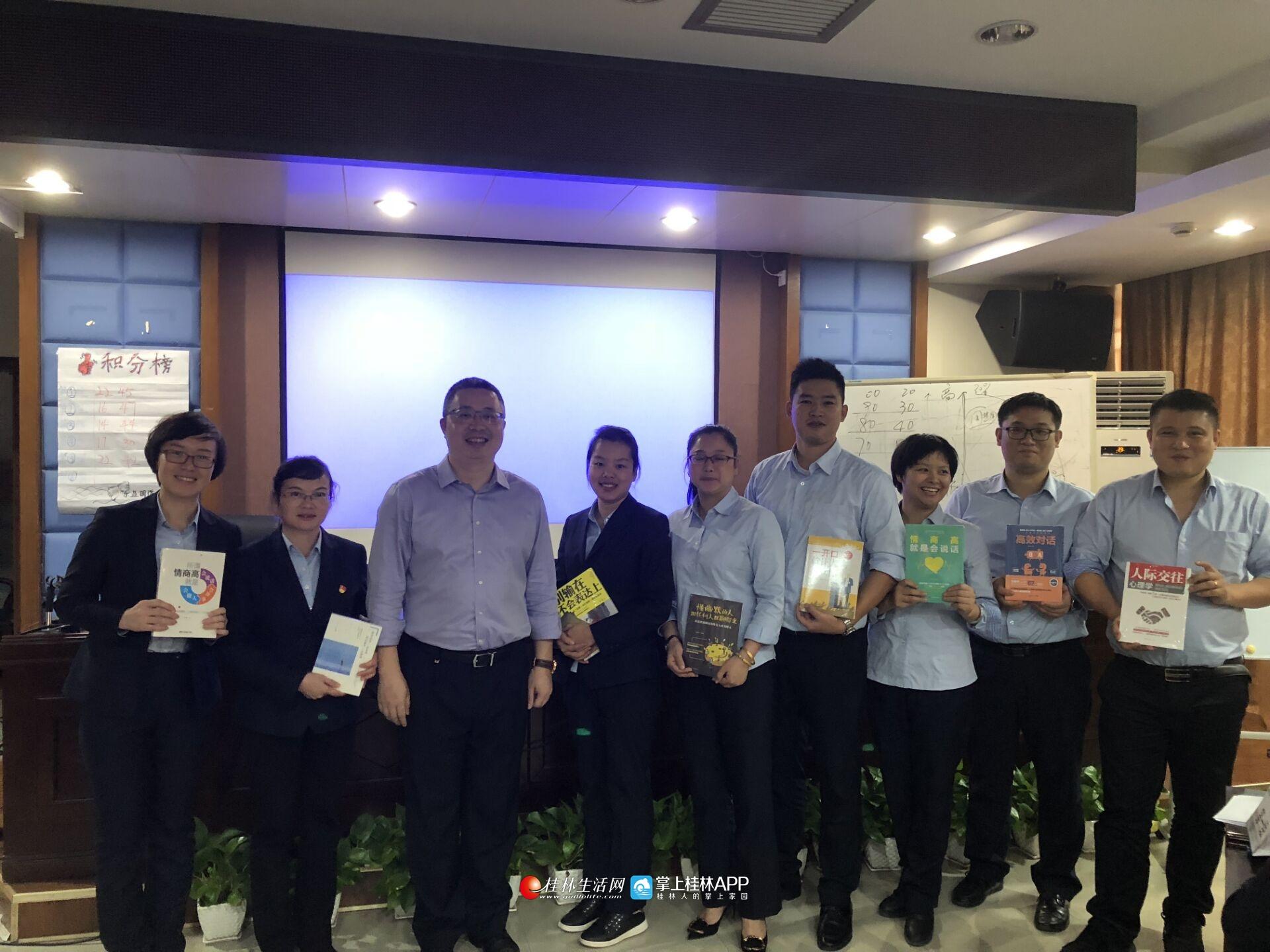 邮储银行平乐县支行运用团队营销培训技巧 助