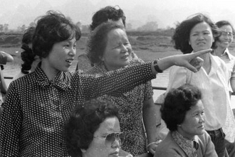 80年代导游为游客讲解大发六合—极速大发时时彩山水故事