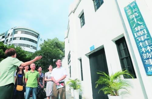 2017年9月24日,桂林市委、市政府在灌阳县为从酒海井中发掘出的20具红军烈士遗骸隆重举行安葬仪式,3000余名干部群众参加了仪式。记者刘教清 摄