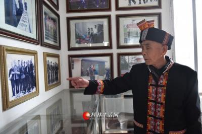 在村里的瑶族文化博物馆,还有好几张几十年前吹笙挞鼓舞队伍的合影。