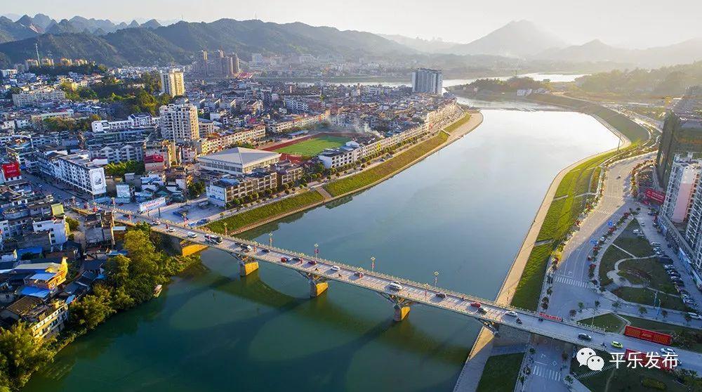 昭州文化广场 桂江浮桥栈道 正在建设茶江风景桥 天有情,地有情 平乐