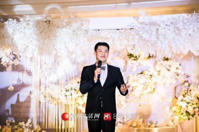 浪漫温馨的气氛中,永鹏婚礼现场祝福新人