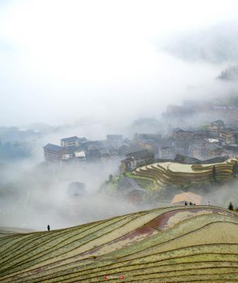 越来越多的村民通过发展乡村旅游实现了脱贫致富。
