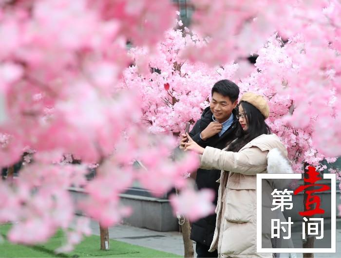 桂林东西巷正阳步行街上的浪漫情人节