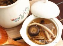 杂菌鸡架汤 开胃增强免疫力