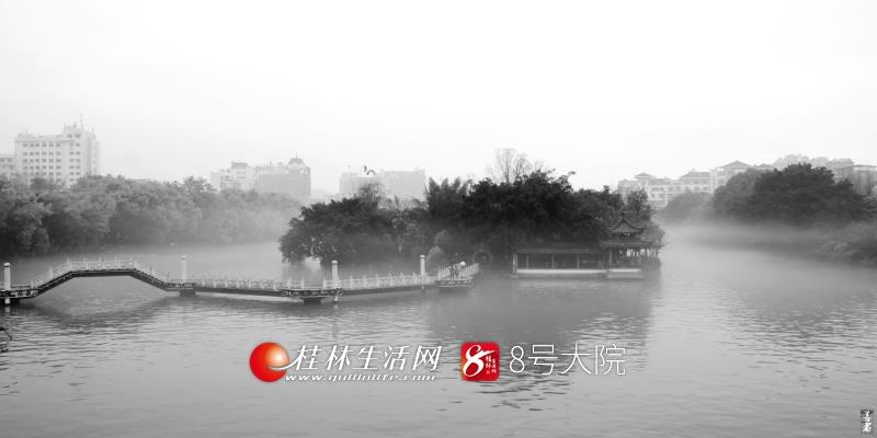 细雨如纱,飘飘沥沥,云雾缭绕,似在仙宫,如梦如幻,蔚为奇观。(图/善者 摄)