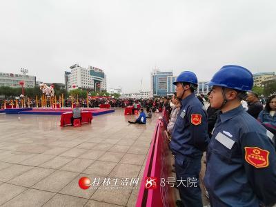 4月5日中国-东盟狮王争霸赛在广西桂林秀峰区举行,保供电人员值守现场。(莫希涛摄)