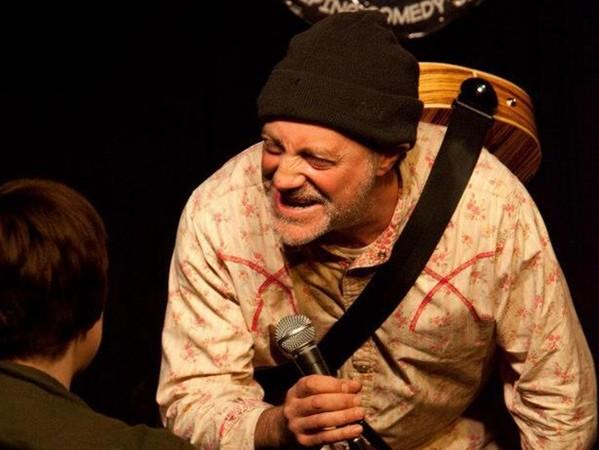 伊恩柯尼托在台上表演一半猝死。