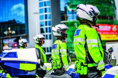 队员们经常以小组为单位外出执勤。