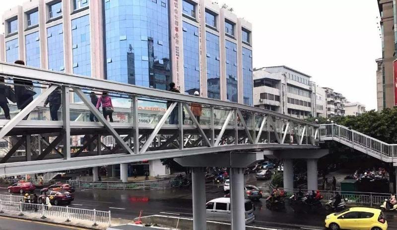 中心广场天桥.jpg
