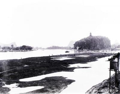 清末民初桂林象鼻山。本组照片由威廉.贝尼斯特(1855-1928年)拍摄。1908-1923年,他曾在广西湖南地区传教。这些照片有可能是关于桂林最早的影像资料。