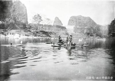 清末民初的桂林,用鸬鹚捕鱼的渔民。