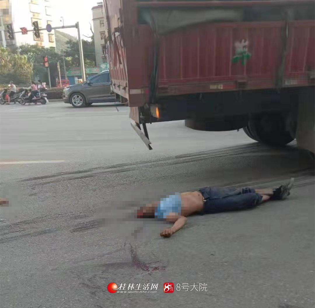 痛心!又是电动车与货车相撞