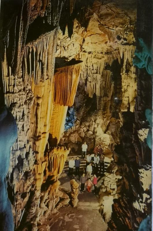 图2 上世纪七十年代的芦笛岩内景 (李腾钊提供).jpg