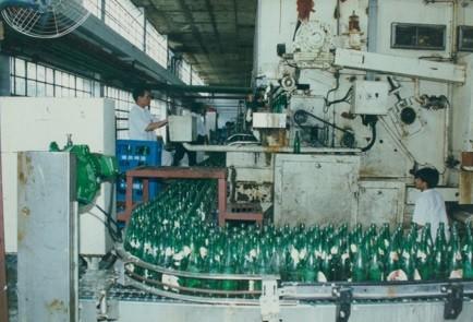 1987年,桂林啤酒厂投产第一批啤酒。.jpg
