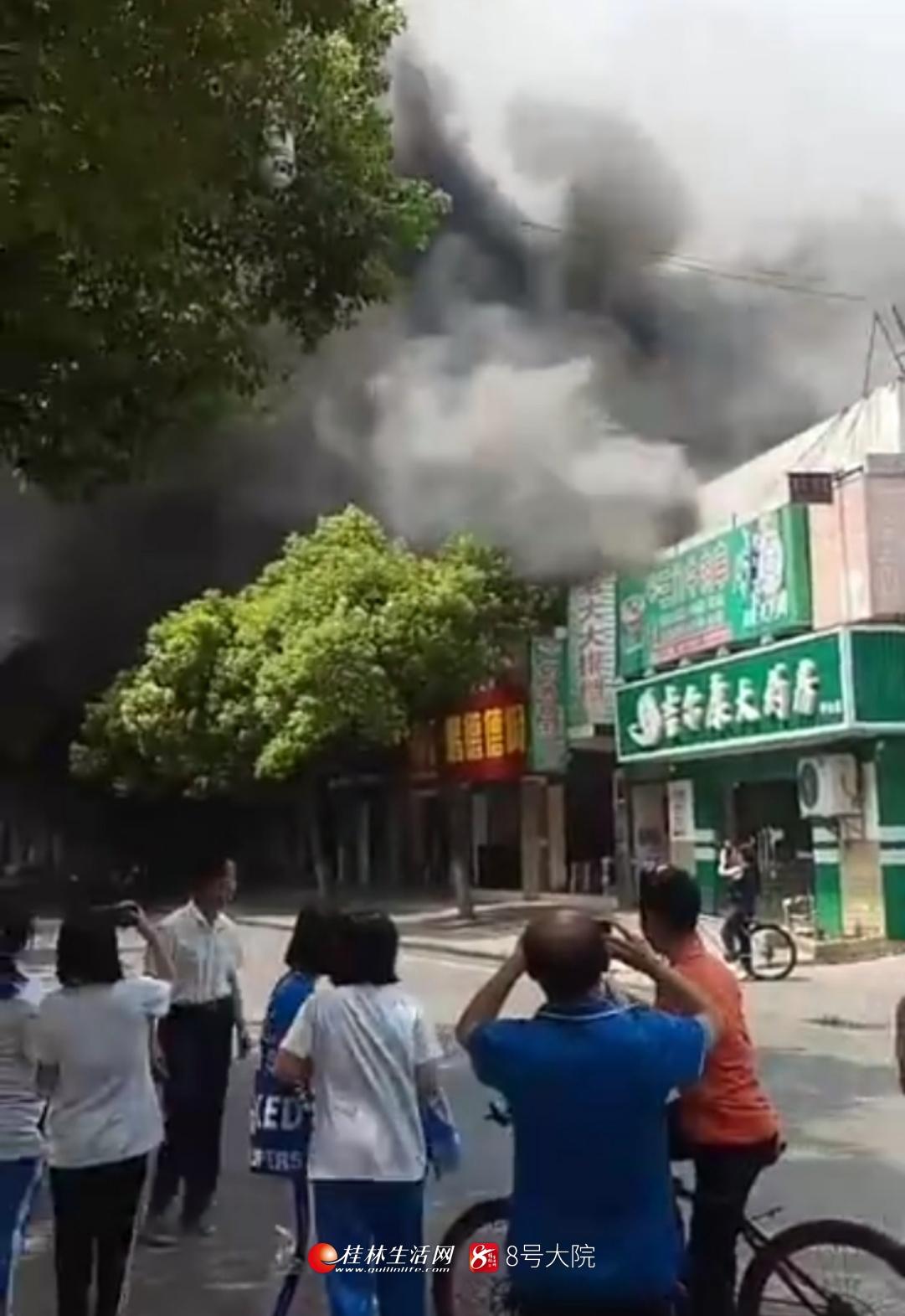 刚刚!甲山市场附近突发起火