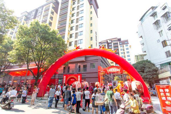 桂林国学府迎来交房日 业主喜笑颜开领新居