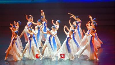 以舞蹈《记忆》优美的舞姿一起庆祝新中国成立70周年
