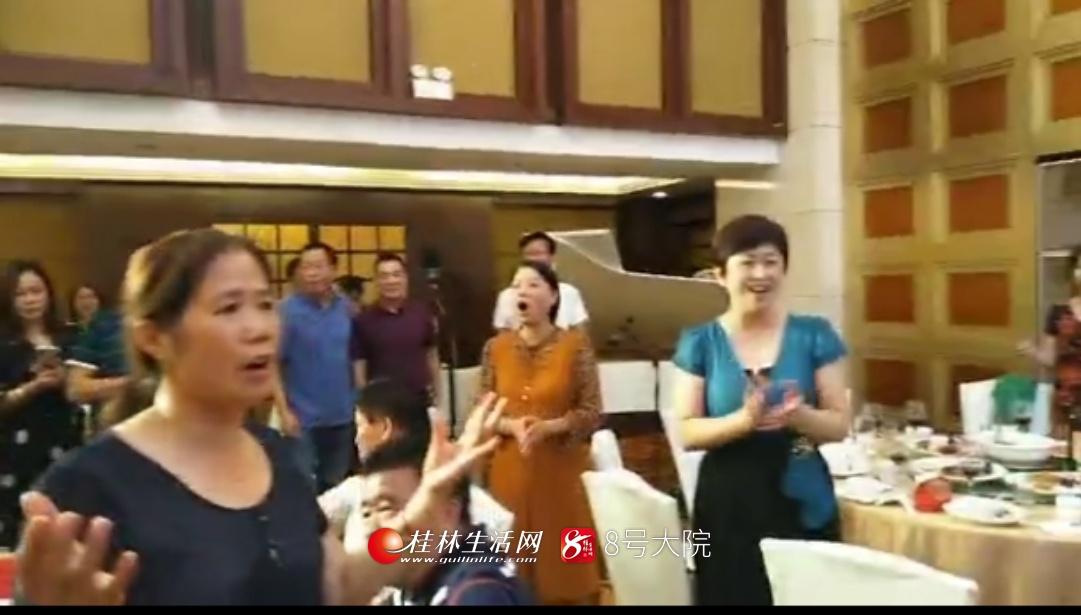 燃!数百人在婚礼上唱这首歌