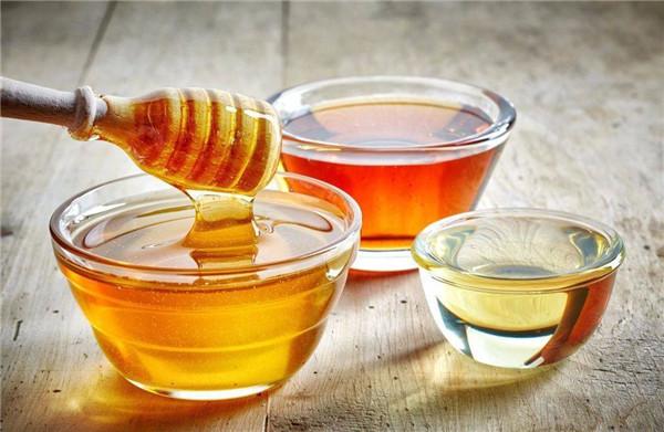 打嗝不止,喝杯蜂蜜水