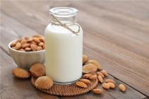 牛奶含有4种好营养,但这4类人不宜饮用