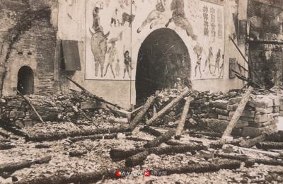 1945年拍摄的光复过后的决战梭哈棋牌IOS-决战梭哈棋牌APP下载日本侵略军在正阳门留下的宣传画。