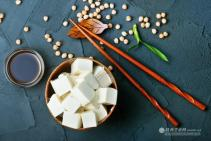 吃豆腐时,别忘了搭配3种食物,肠胃不堵,还能补钙又补碘