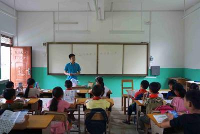 贺州市中支科技科人员到扶贫小学开展金融网络安全知识进小学活动