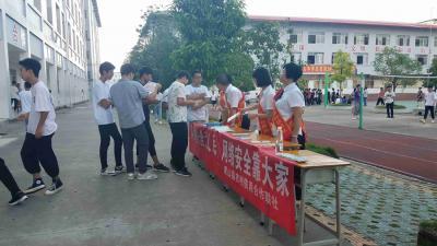 灵山县宣传进校园