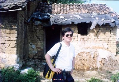 1997年旧居前留影。