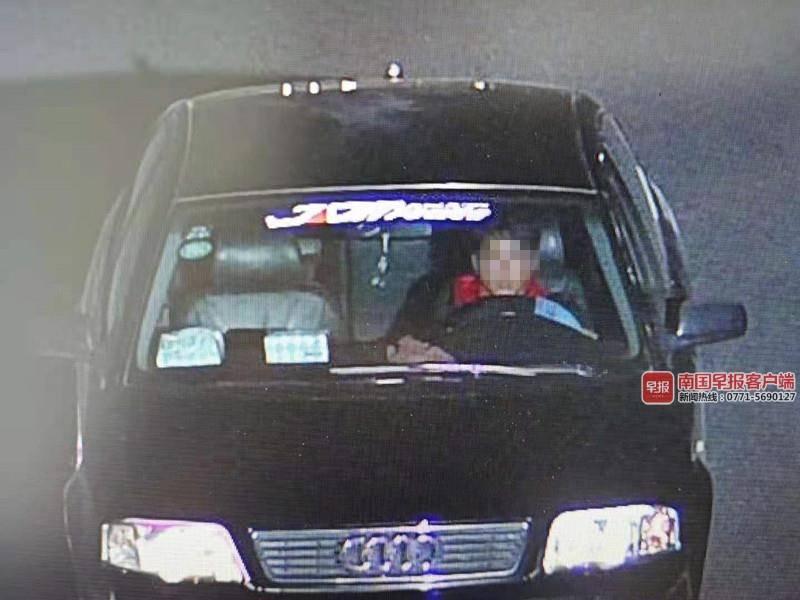 豪车被追尾,司机不索赔反逃逸?