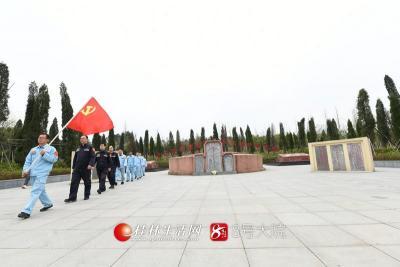 3月25日,南方电网广西桂林供电局在湘江战役光华铺阻击战开展重走长征路活动。莫晓姣摄
