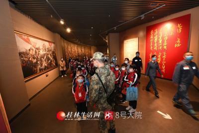 3月25日,南方电网广西桂林兴安供电局组织党员代表参观湘江战役纪念馆。莫晓姣摄