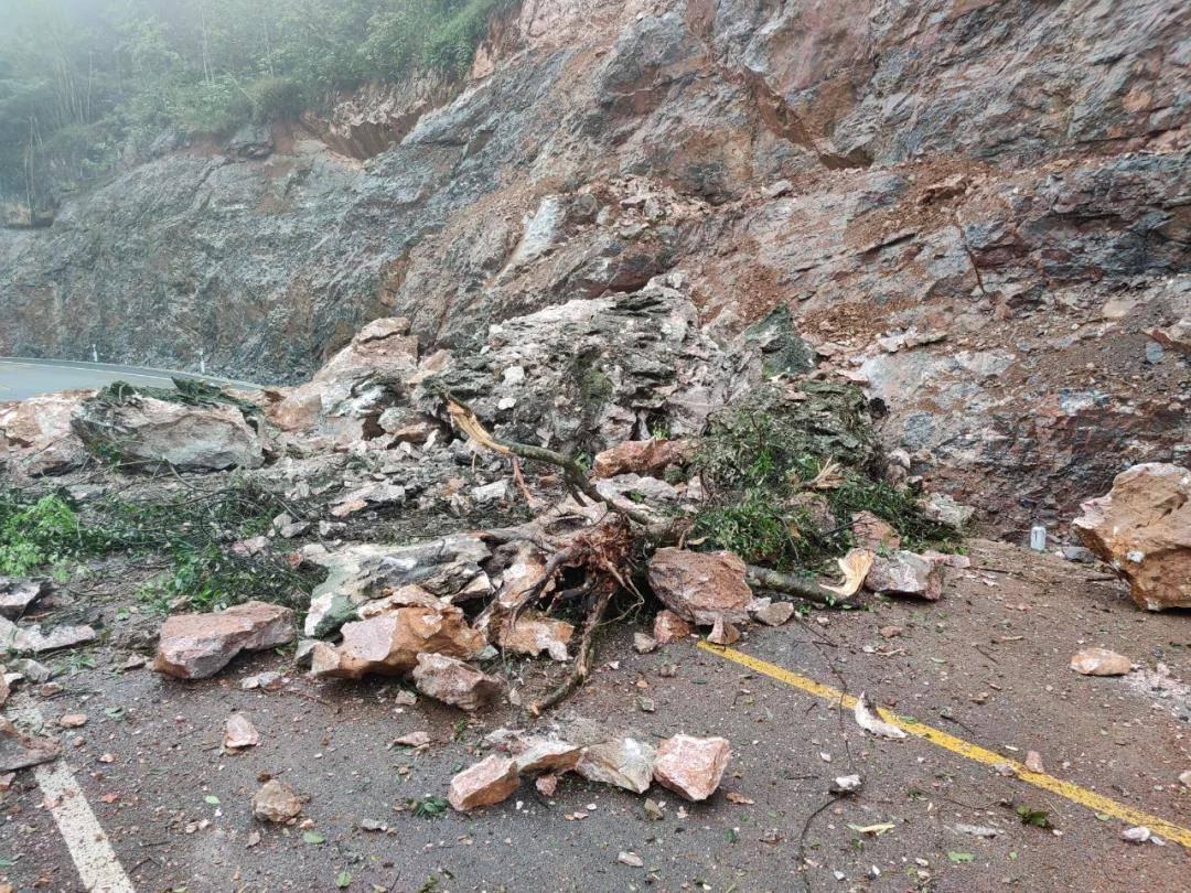 广西两地接连塌方,有公路目前仍无法通行