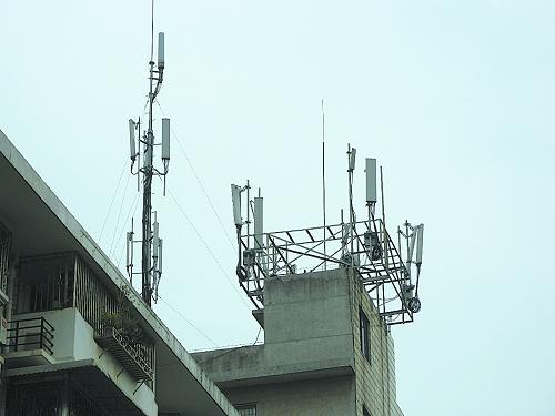 通信基站建在楼顶 居民担心辐射要求拆除