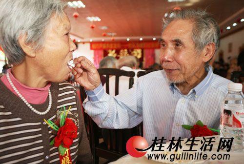 桂林新闻金婚晒浪漫幸福老人-桂林秘籍-桂50RoomRoom5逃脱游戏攻略图片