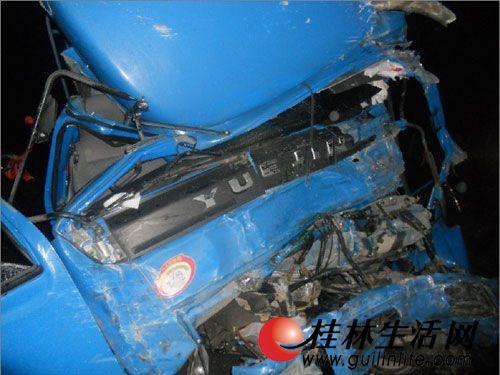 消防救援   桂林生活网   讯(通讯 桂林市临桂县321国道五通镇路段