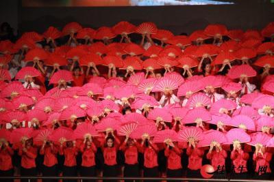 """6月28日晚上8点,由桂林市委、市政府主办的""""颂歌献给党""""——桂林市庆祝中国共产党成立90周年大型红歌会在市体育馆隆重举行。"""