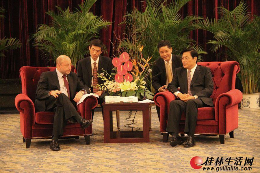 李志刚市长在漓江大瀑布饭店会见驻华使节团。