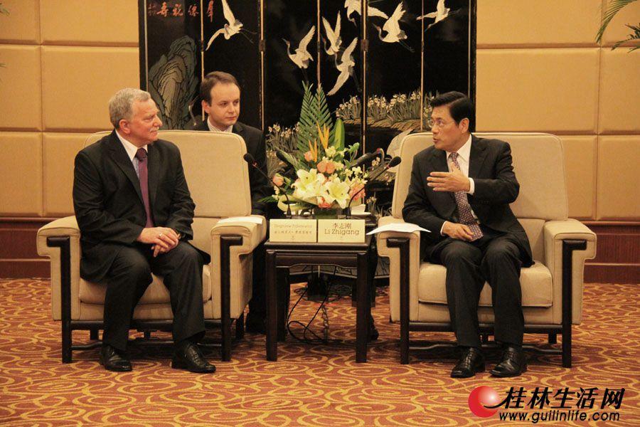 李志刚市长在喜来登饭店桂林厅会见波兰托伦市常务副市长、波兰代表团团长兹比格涅夫·费德雷维奇。