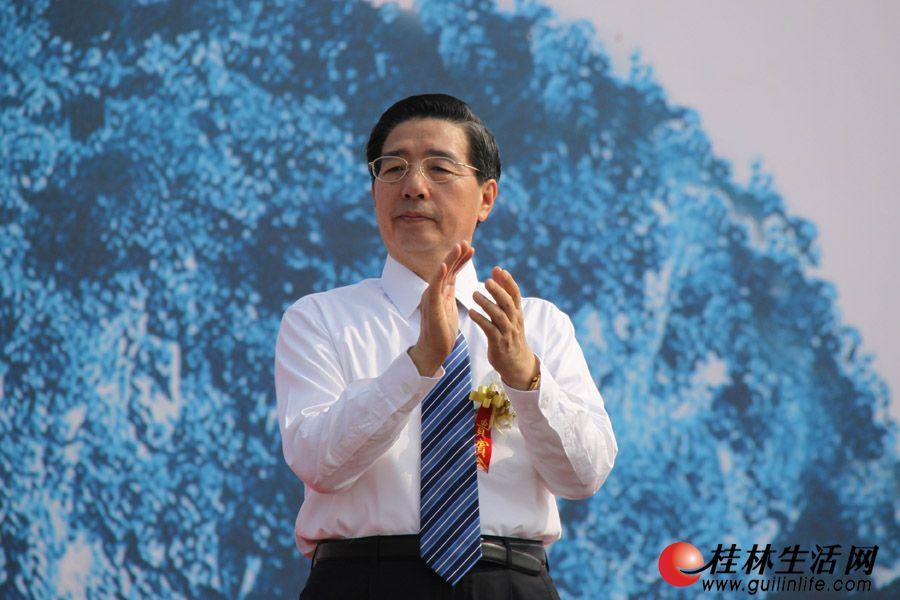 广西壮族自治区党委书记郭声琨出席开幕式并致辞。